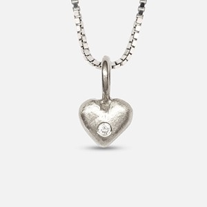 Lille Pernille pendant in white gold with diamond