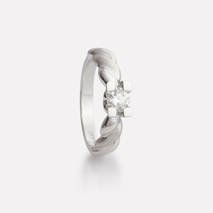 Hedda ring in white gold with diamond