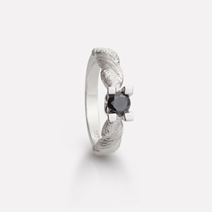 Hedda ring in white gold with black diamond
