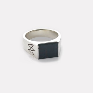 Unisex ring in silver with heliotrop gemstone